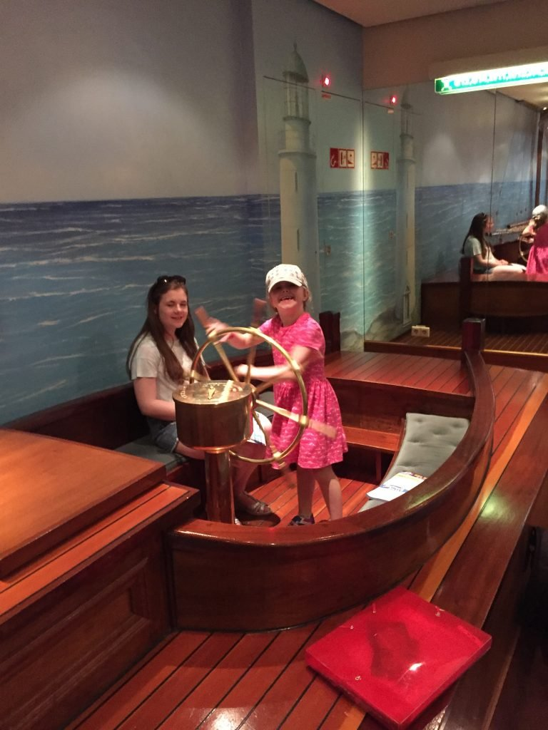 Schooner Bar Jewel of the Seas with kids