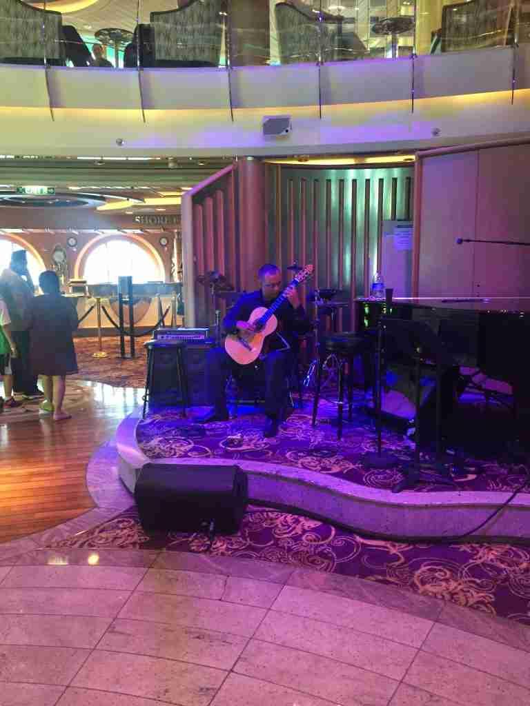Lobby Bar Jewel of the Seas live entertainment
