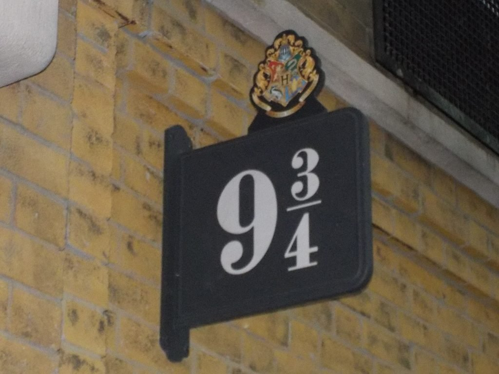 Platform 9 and 3/4 Universal Orlando Harry Potter