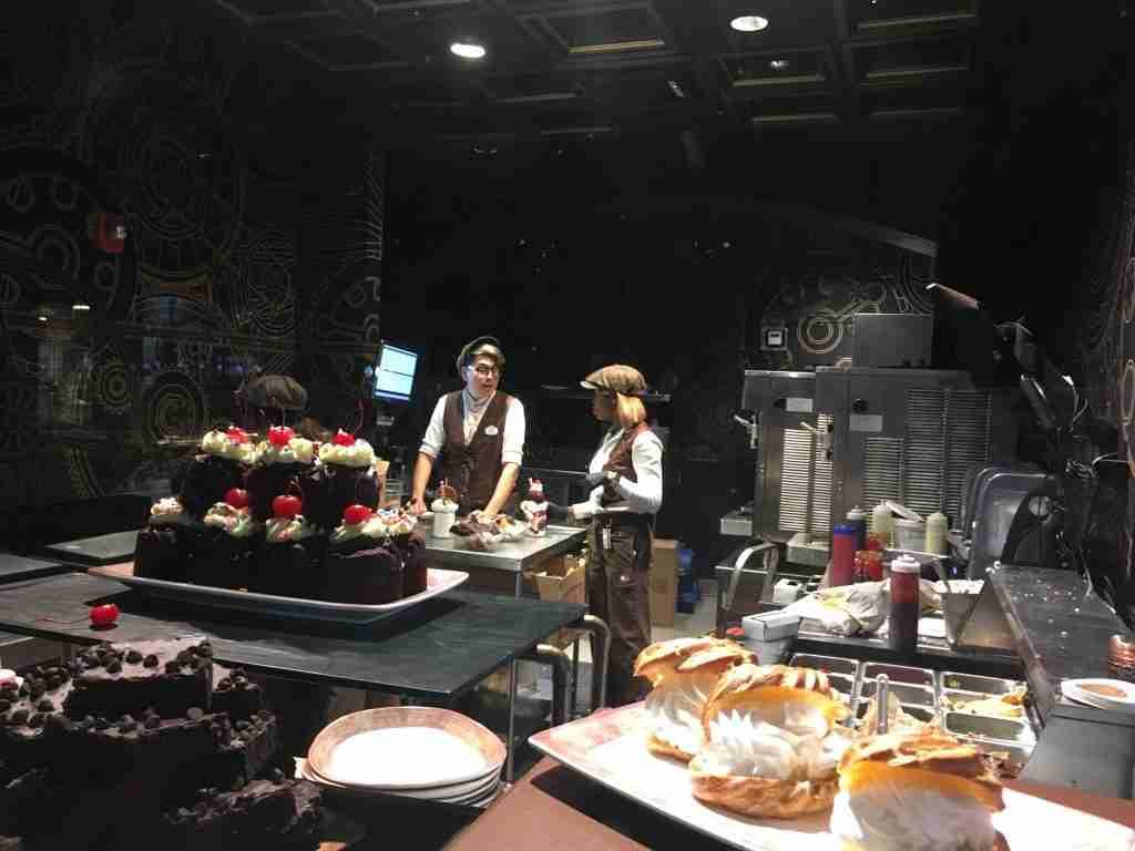 Making chocolate in Universal Orlando Toothsome Chocolate Emporium